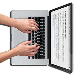 Копирайтер за ноутбуком